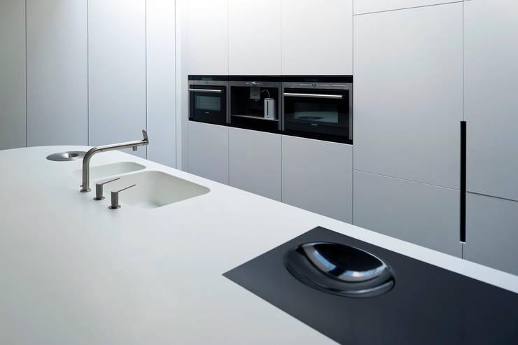 Villa Veth: moderne Keuken door 123DV Moderne Villa's