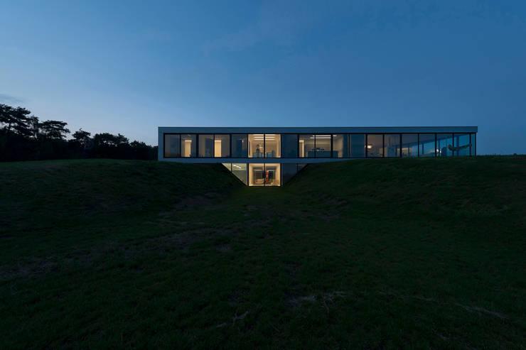 Bridge House:  Huizen door 123DV Moderne Villa's, Modern