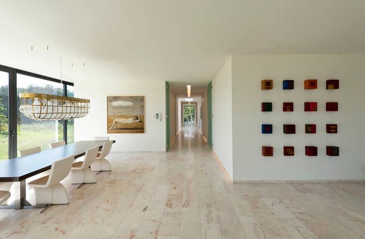 Bridge House:  Muren door 123DV Moderne Villa's, Modern