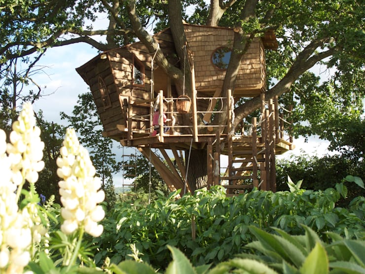 Imaginative Tree House Charm:  Garden by Squirrel Design Tree Houses Limited