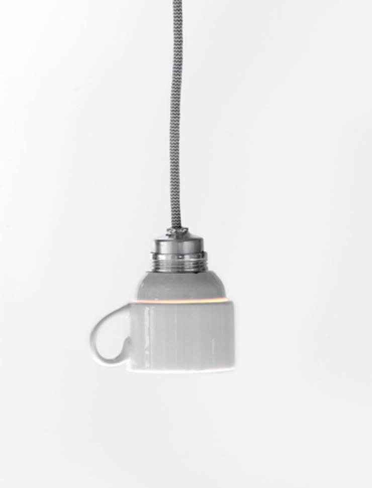 Cup Light:  Woonkamer door LUCAS & LUCAS