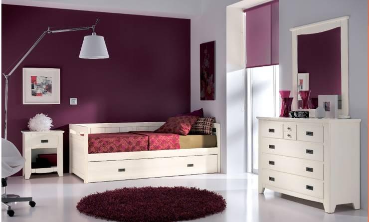 Dormitorio juvenil pino colonial: Habitaciones infantiles de estilo  de Toca Fusta