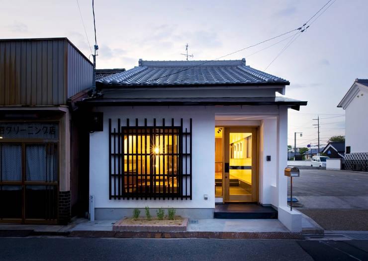 外観: THNK一級建築士事務所が手掛けたオフィススペース&店です。