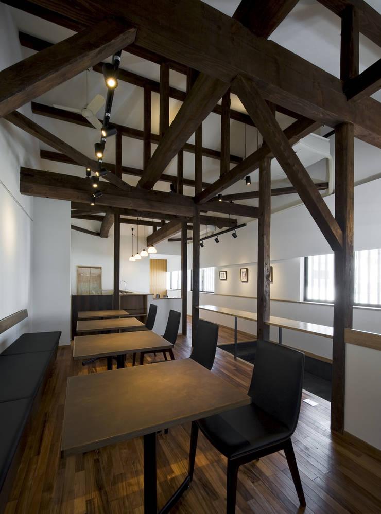 内観: THNK一級建築士事務所が手掛けたオフィススペース&店です。
