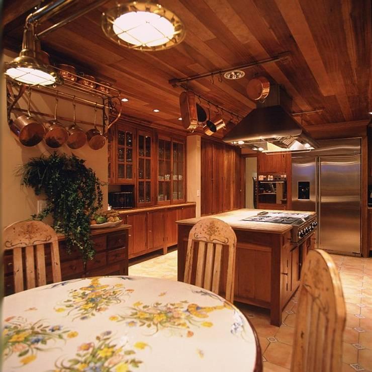 Cocinas de estilo  por Cristina Amaral Arquitetura e Interiores