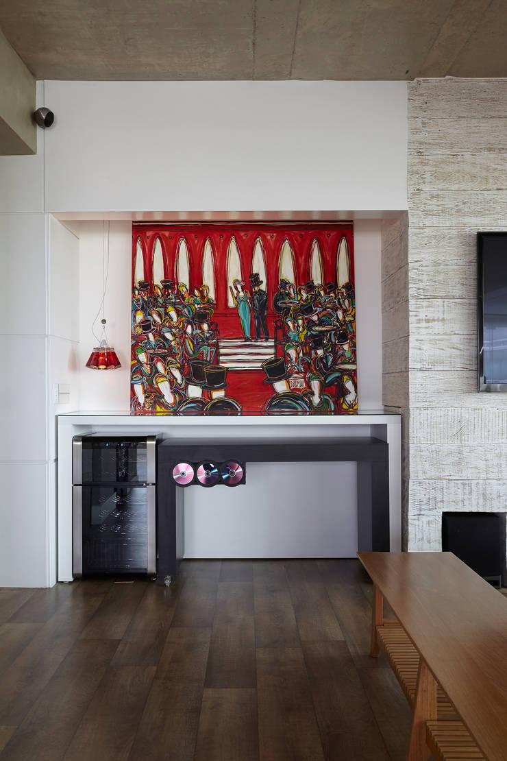 Apartamento Campo Belo – 374m2: Arte  por Viviane Dinamarco Design de Interiores