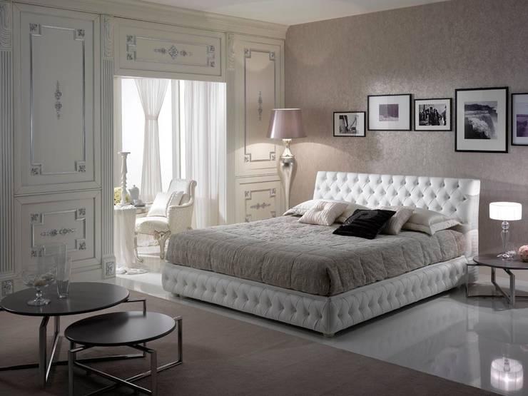 Night Collection: Camera da letto in stile  di Piermaria