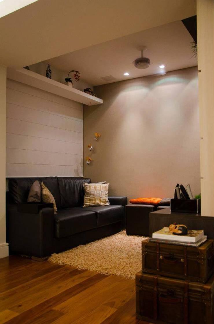 Sala de TV: Salas de estar  por Paula Werneck Arquitetura