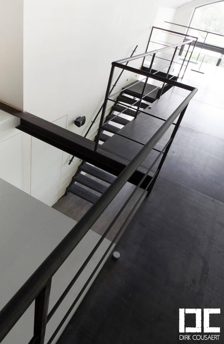 Balcaen: Couloir, entrée, escaliers de style  par DIRK COUSAERT