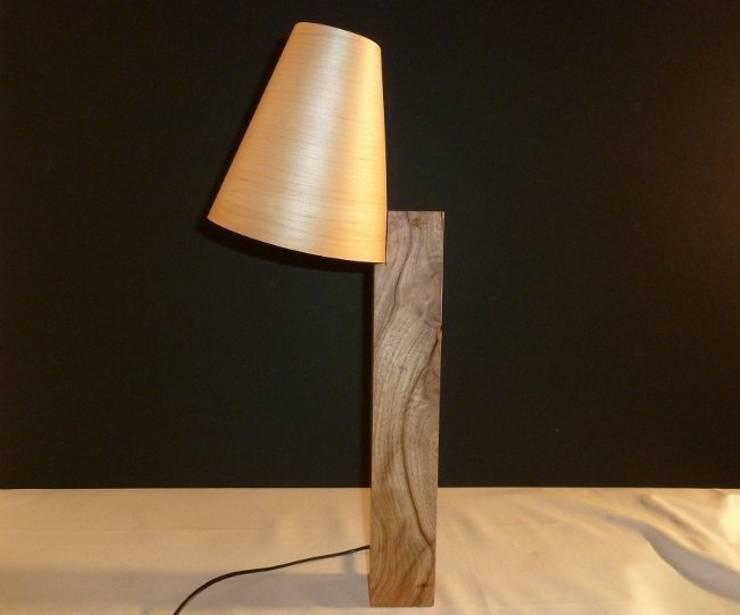 Lampe design : Maison de style  par veltz ébénisterie