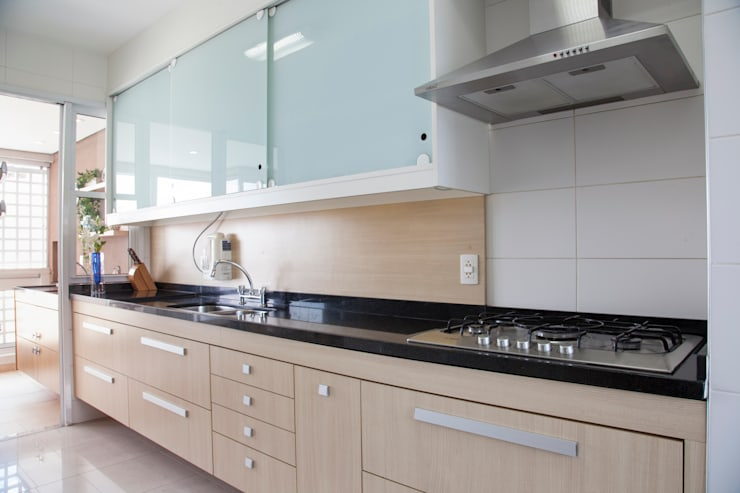 Cocinas de estilo moderno por Tikkanen arquitetura
