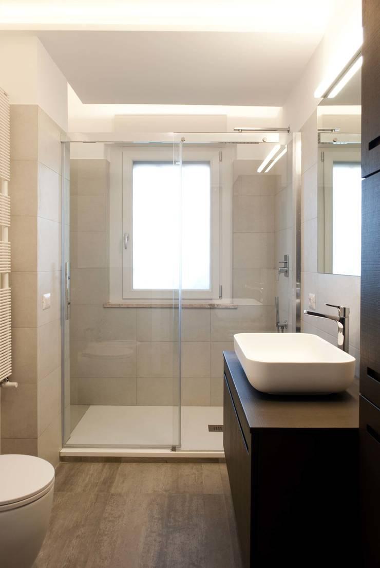 PROGETTO RESIDENZIALE | ROMA | EUR TORRINO – 2014: Case in stile  di ar architetto roma, Minimalista