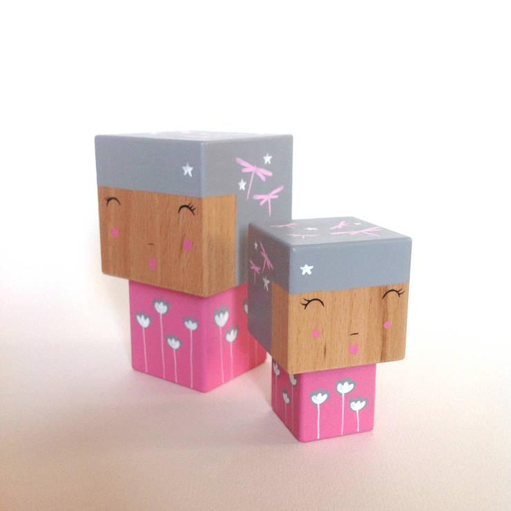 Poupée figurine cubique décorative.: Chambre d'enfants de style  par Madammag