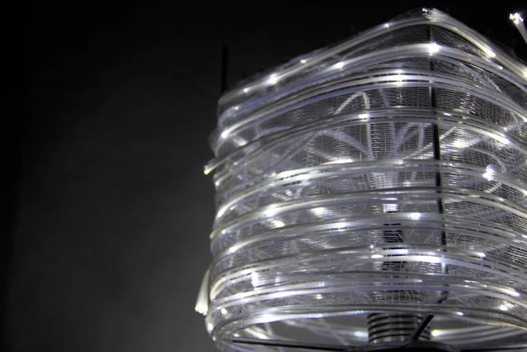 Tissage fibre optique: Maison de style  par Gwendoline Del Campo Design