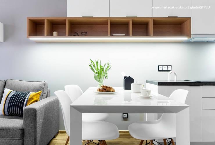 projekt i realizacja wnętrz KATOWICE: styl , w kategorii Salon zaprojektowany przez głodni STYLU pracownia projektowa,