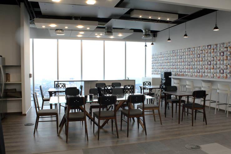 FINISHES MARKET BY YPASA: Oficinas y tiendas de estilo  por ROCOCOMX