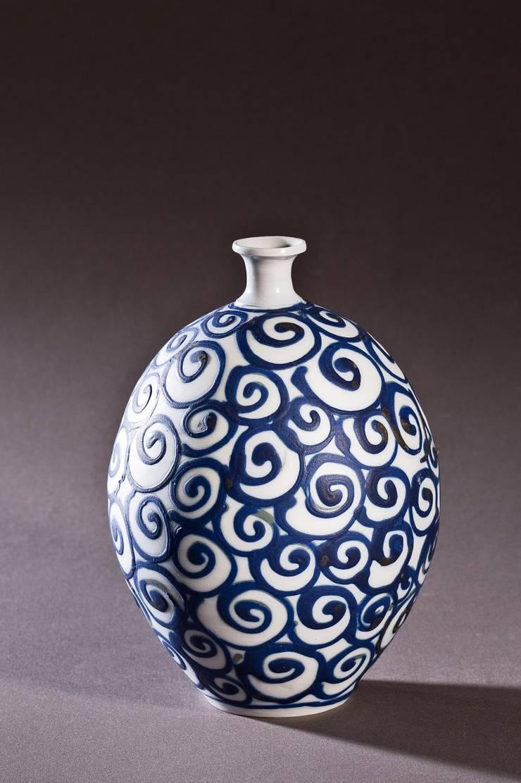 soliflore en porcelaine: Maison de style  par Poterie Lilou Milcent Gallot