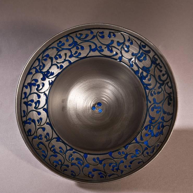 grande coupe en porcelaine: Maison de style  par Poterie Lilou Milcent Gallot