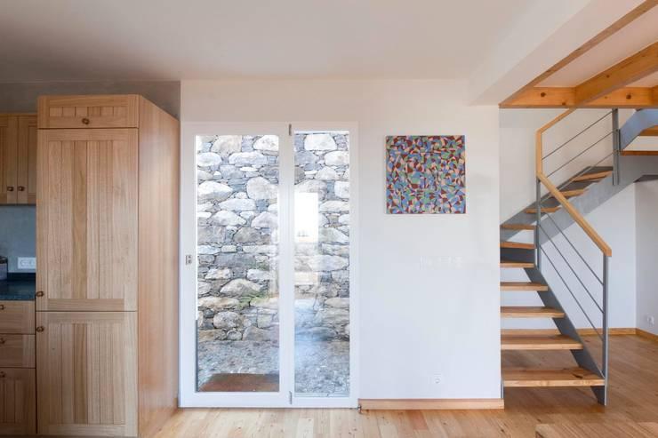 Ventanas de estilo  por Mayer & Selders Arquitectura