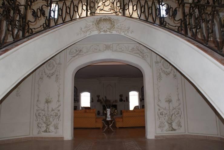 Fresque a tempera: Couloir et hall d'entrée de style  par Oswald Olivato