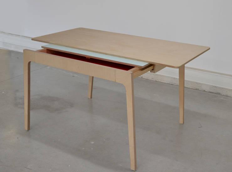Table multiple: Bureau de style  par Camille Sarda