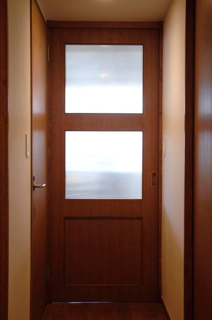 こだわりをたっぷり詰め込んだ、無垢材の温もり溢れる空間: 株式会社スタイル工房が手掛けた窓&ドアです。
