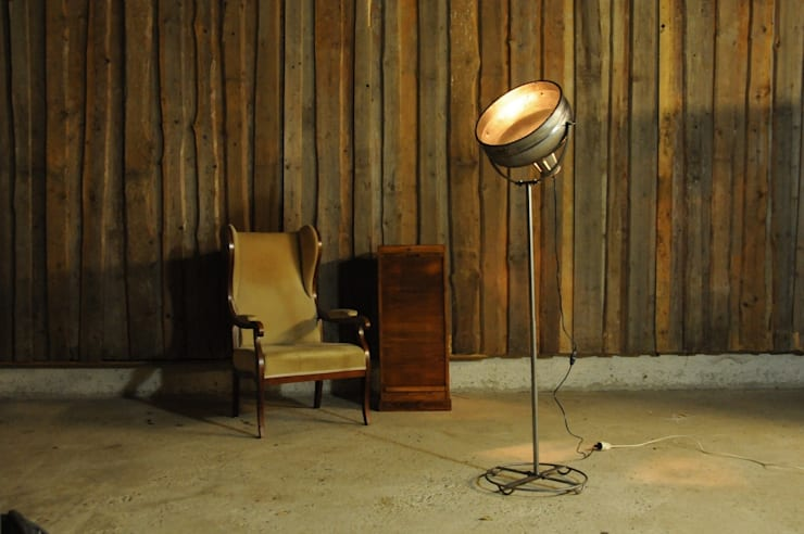 Scheinwerfer Stehlampe im Vintage Industriedesign:  Geschäftsräume & Stores von Onkel Edison