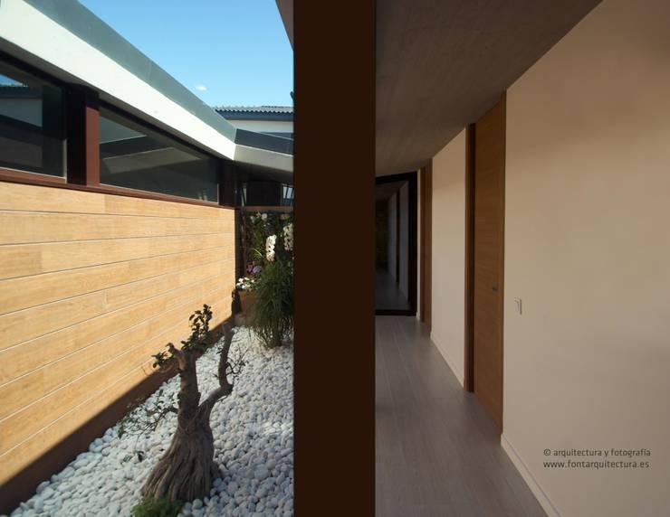 VIVIENDA UNIFAMILIAR EN BURRIANA (CASTELLÓN):  de estilo  de FONT ARQUITECTURA, INTERIORISMO E INTERACCIÓN