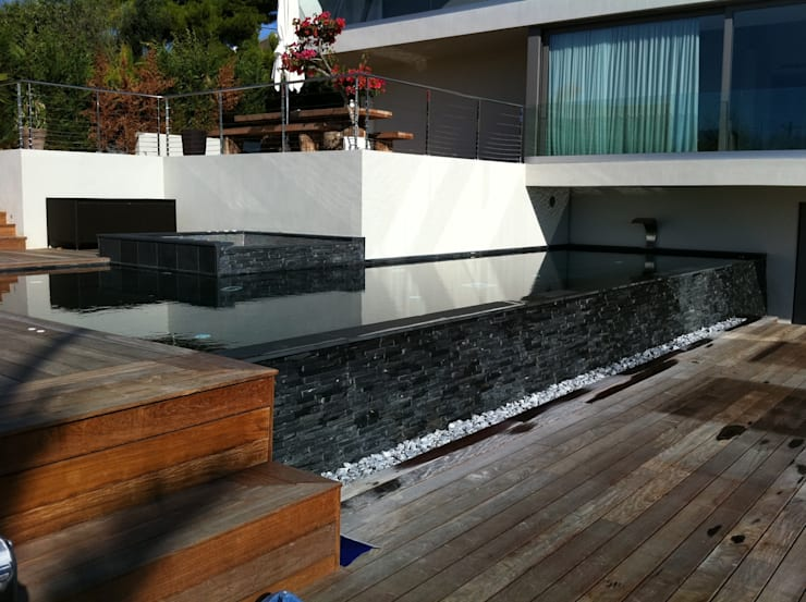 piscine en ardoise noire du Brésil: Piscine de style  par Vente Pierre Naturelle