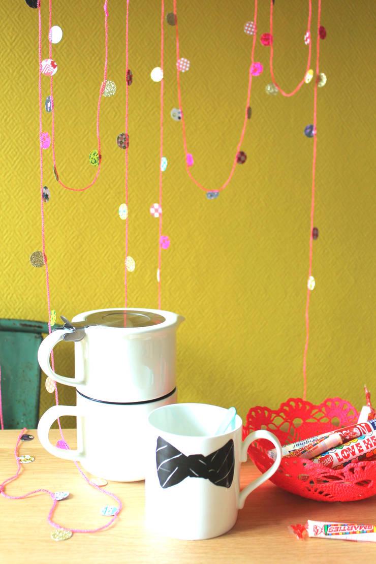 """Guirlande Chouette """"la petite Fluo"""" Les Colocataires : Chambre d'enfants de style  par Les Colocataires"""