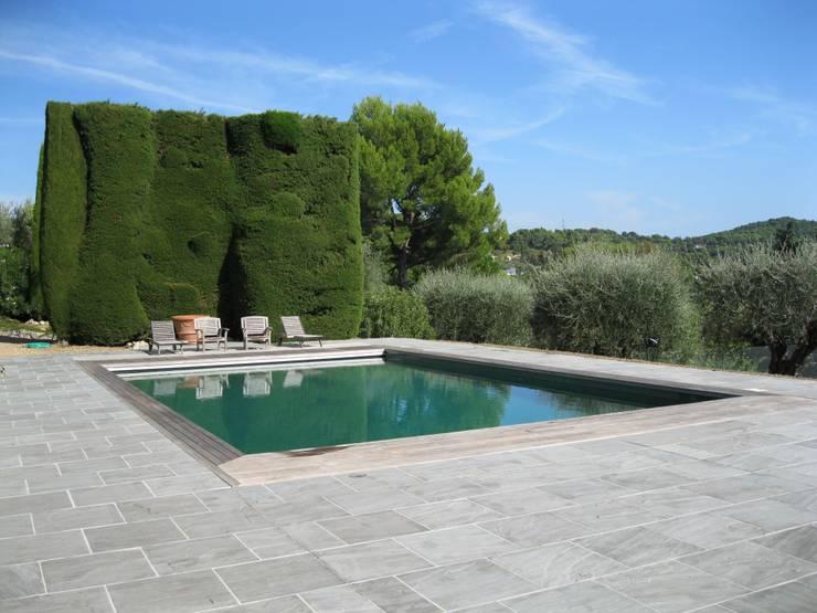 Terrasse pierre naturelle kandla gris:  de style  par Vente Pierre Naturelle