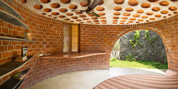 Brick House, Wada:  Houses by iSTUDIO Architecture