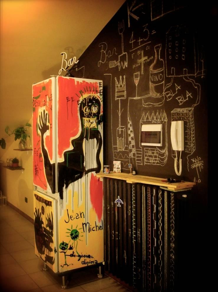 Sedie decorate e non solo..: Casa in stile  di Laboratorio SD ,