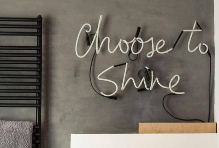 Neony jako integralne oświetlenie łazienek: styl , w kategorii  zaprojektowany przez neonlove,Eklektyczny