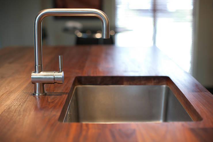 Appalachain Black Walnut Worktop:  Kitchen by NAKED Kitchens