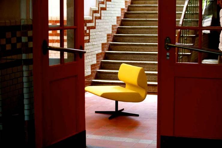 Lounge chair Luna:  Woonkamer door B crea