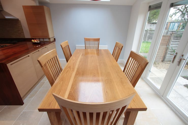 Solid Oak Super Stave Table & Chair Set:  Kitchen by NAKED Kitchens