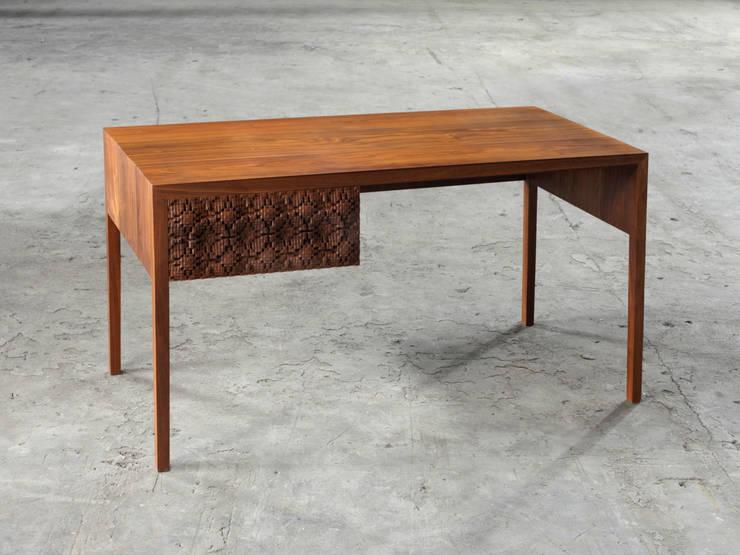 Shippo Tsunagi Desk & Sidetable:   by Laszlo Beckett