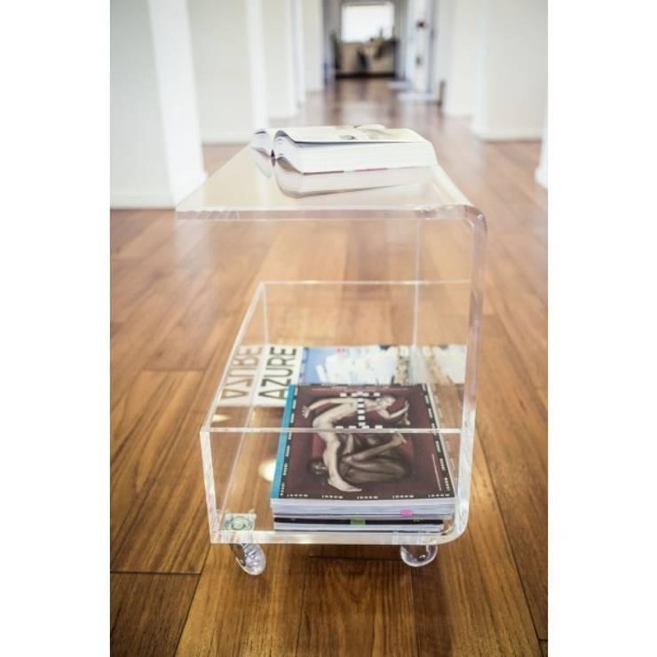 Tavolino portariviste : Sala da pranzo in stile  di Designtrasparente,