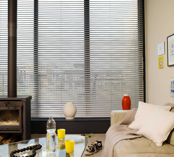 Puertas y ventanas de estilo moderno por Ladeco