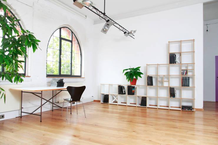 Studio in stile in stile Moderno di Steckwerk