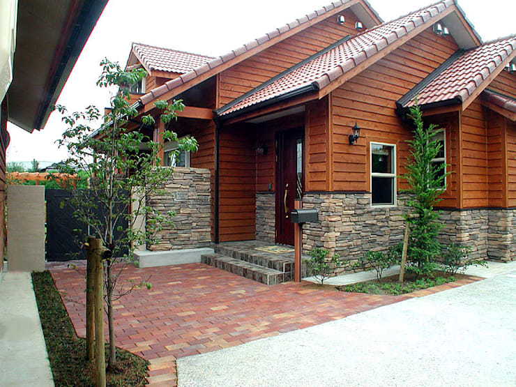 アプローチ: 溝口建築設計が手掛けた家です。
