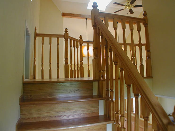 階段: 溝口建築設計が手掛けた廊下 & 玄関です。