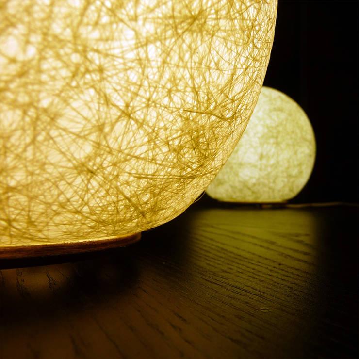 """Gamme de luminaires """"LUNATIQUE"""": Maison de style  par Sarah Kalman"""
