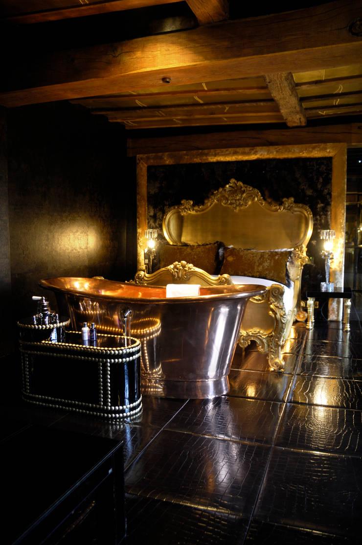 William Holland Copper Baths:  Bathroom by William Holland