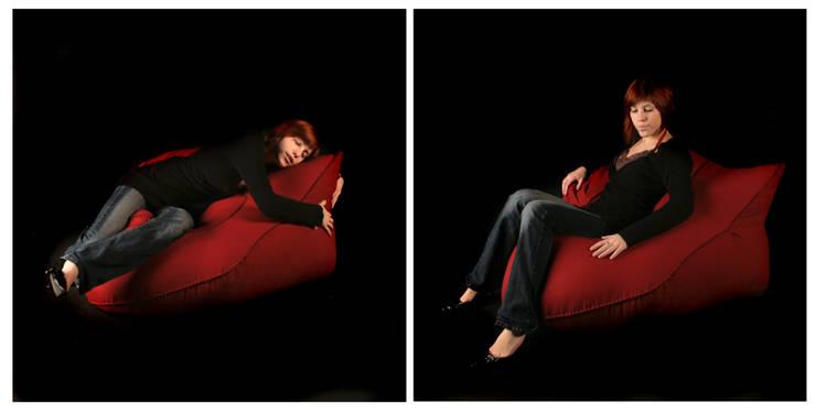 Hug in a Pouf: Maison de style  par Sarah Kalman