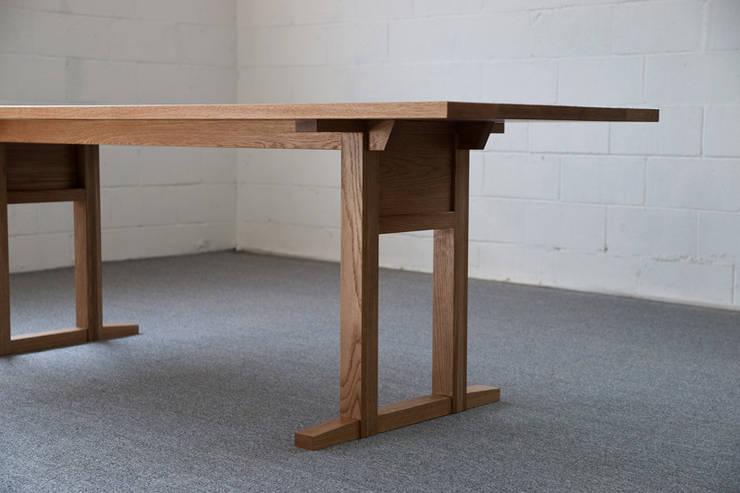 나무 테이블_01: BORI STUDIO의  주방