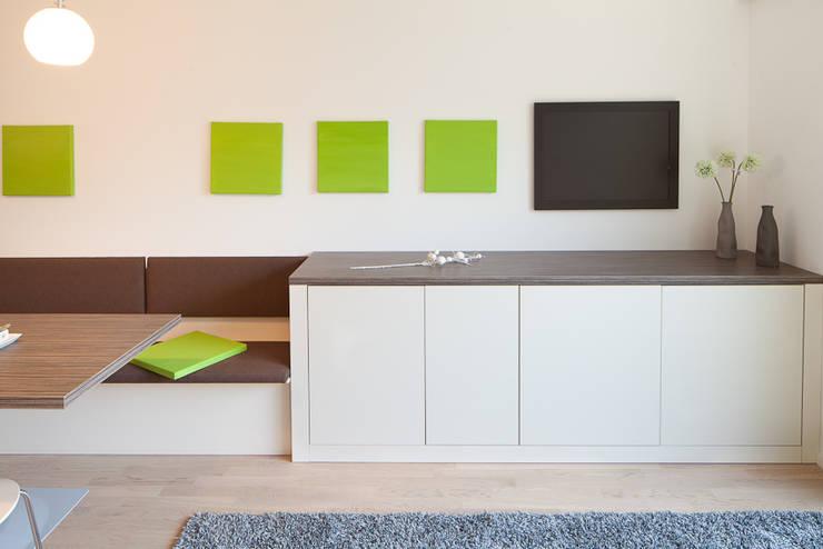 Lowboard nach Maß: moderne Wohnzimmer von deinSchrank.de GmbH