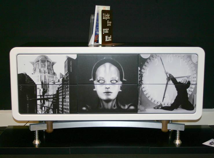 Metropolis:  in stile  di ANDREA SCARPELLINI DESIGN, Eclettico