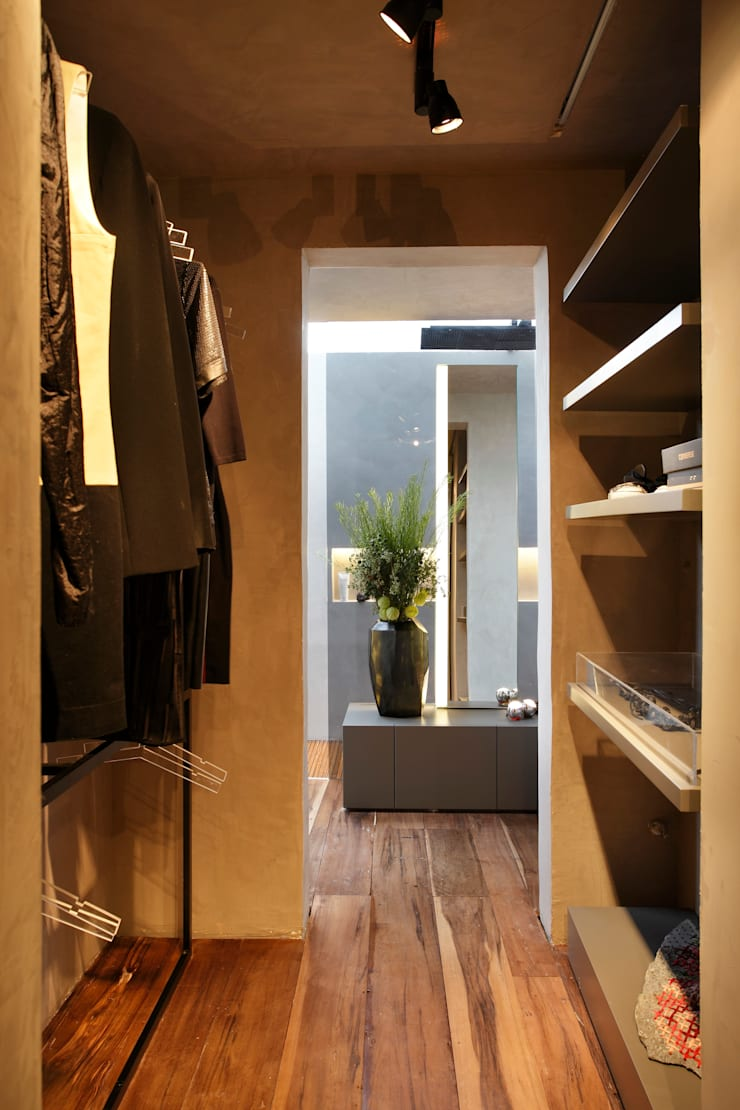 Casa Cor 2013: Closets  por Gisele Taranto Arquitetura,